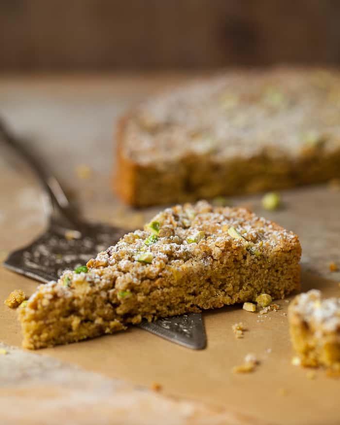 pistachio crumble coffee cake