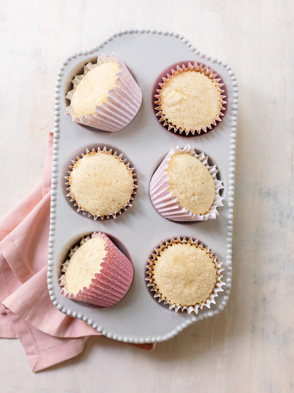 Plain White Vanilla Cupcakes (my best recipe)